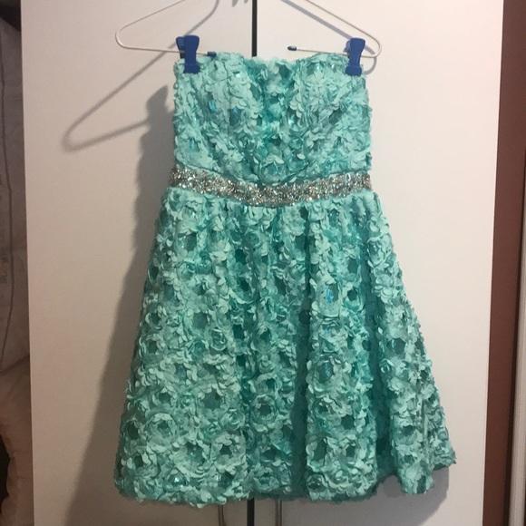 U Wish Dresses & Skirts - Short mini semi dress